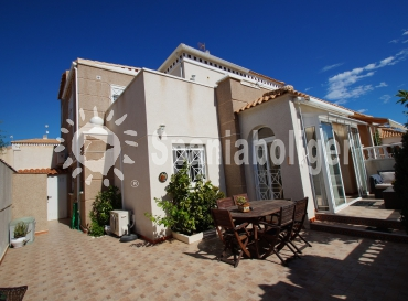 Townhouse in Corner - Resale - Torrevieja - Aguas Nuevas